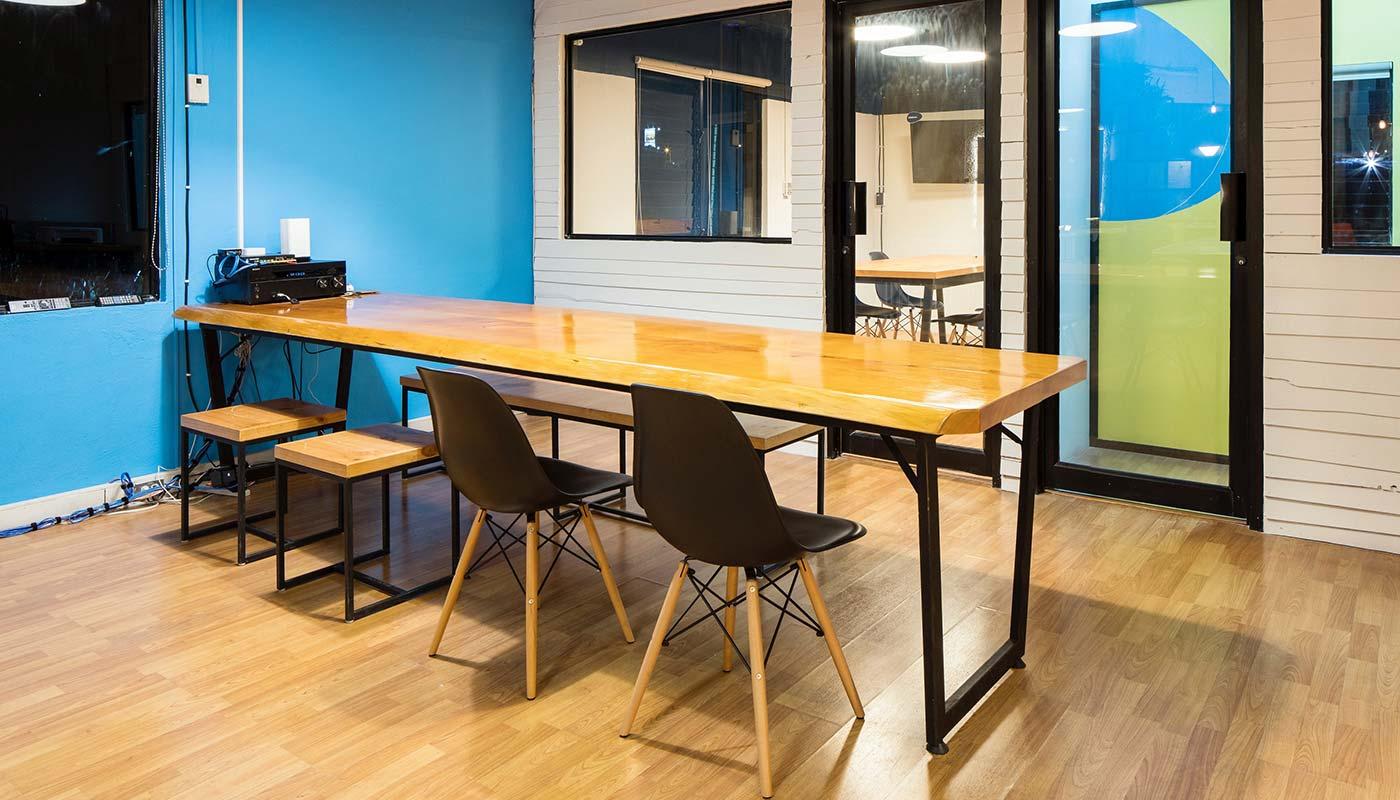 exemplo de cadeira e mesa de jantar